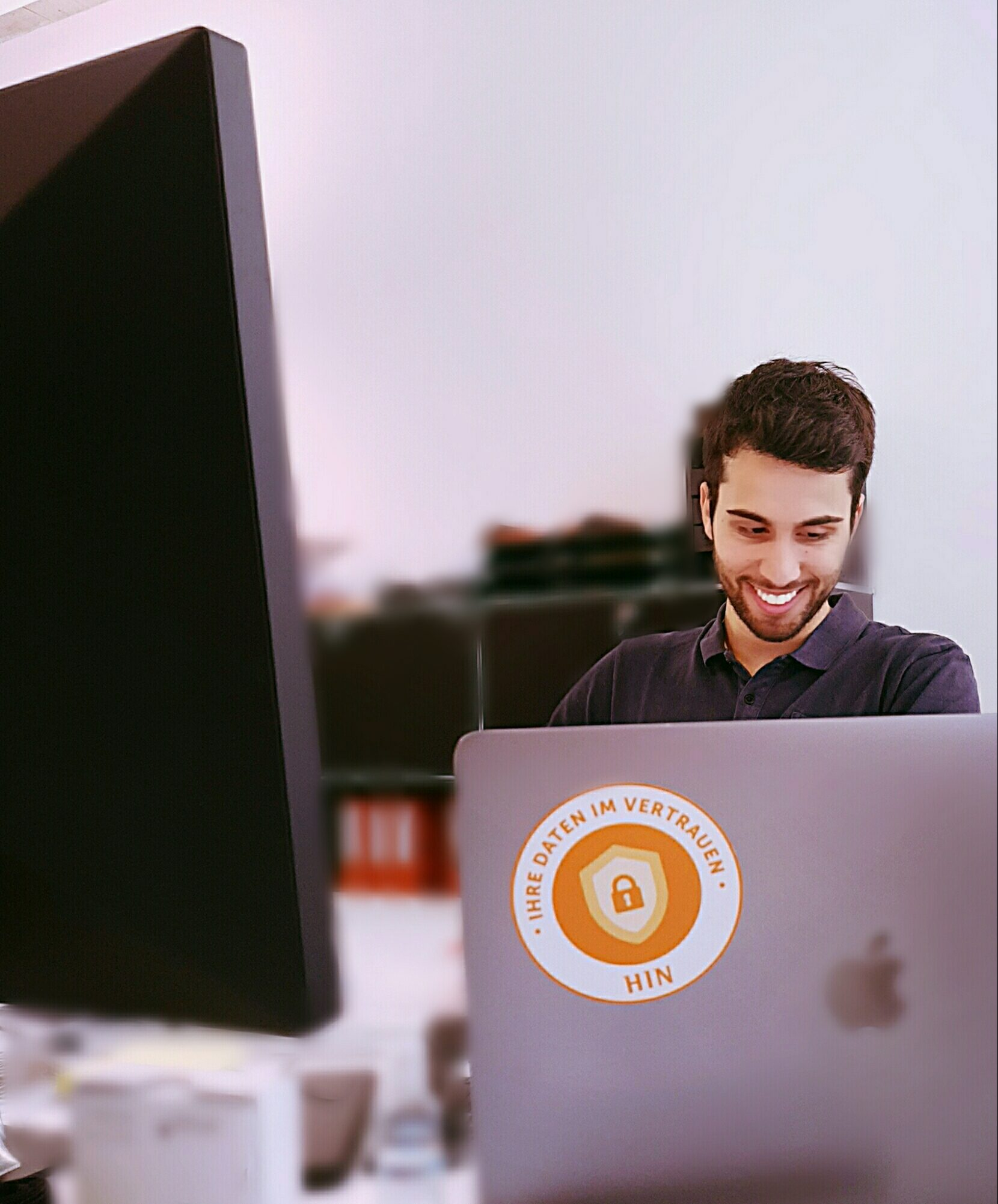 Stefan im Büro in Wallisellen